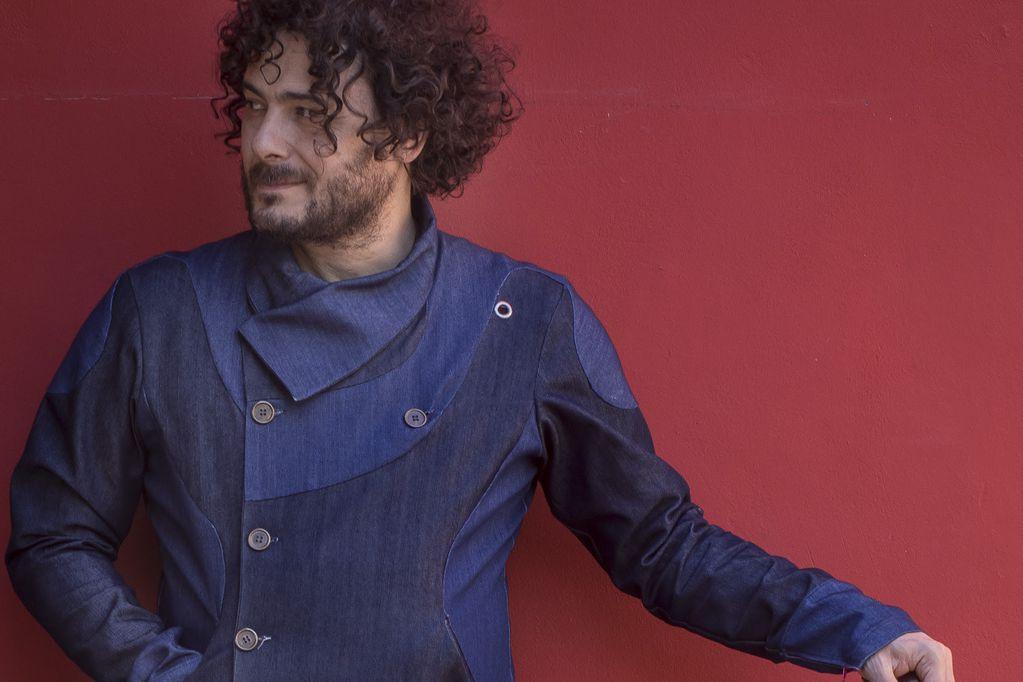 El cantautor y exponente del folclore vuelve al teatro Plaza con su nuevo disco.