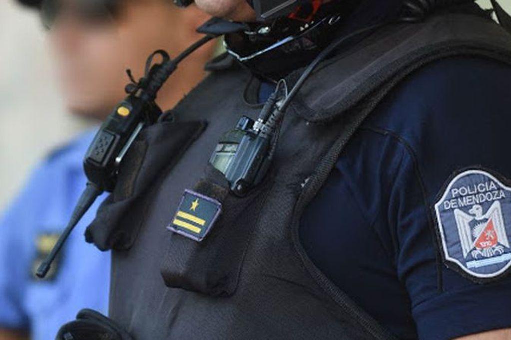 Seguirá detenida una pareja de Las Heras que robaba con chalecos e Itakas de la policía