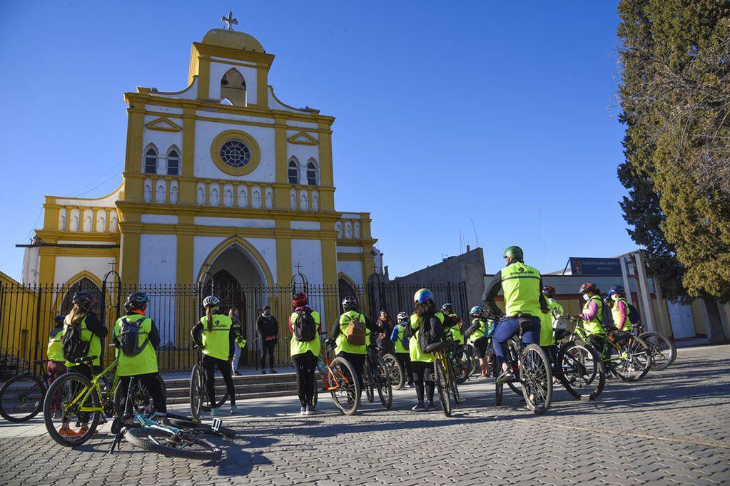Un paseo en bici para conocer la historia, los artistas y los productores agrícolas de Guaymallén