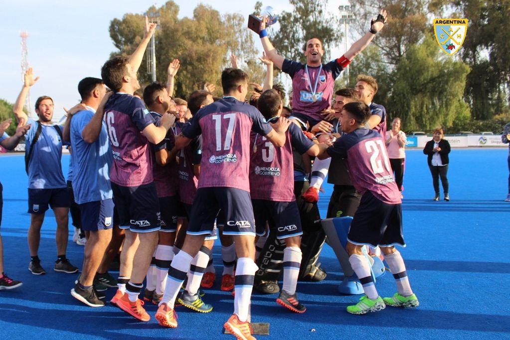 Mendoza manda: los varones también dijeron campeón en hockey sobre césped