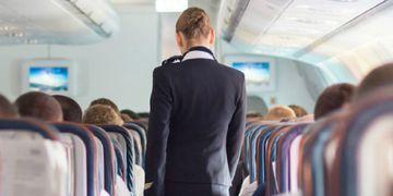 Inesperado: una azafata reveló el truco para conseguir bebida gratis durante un vuelo
