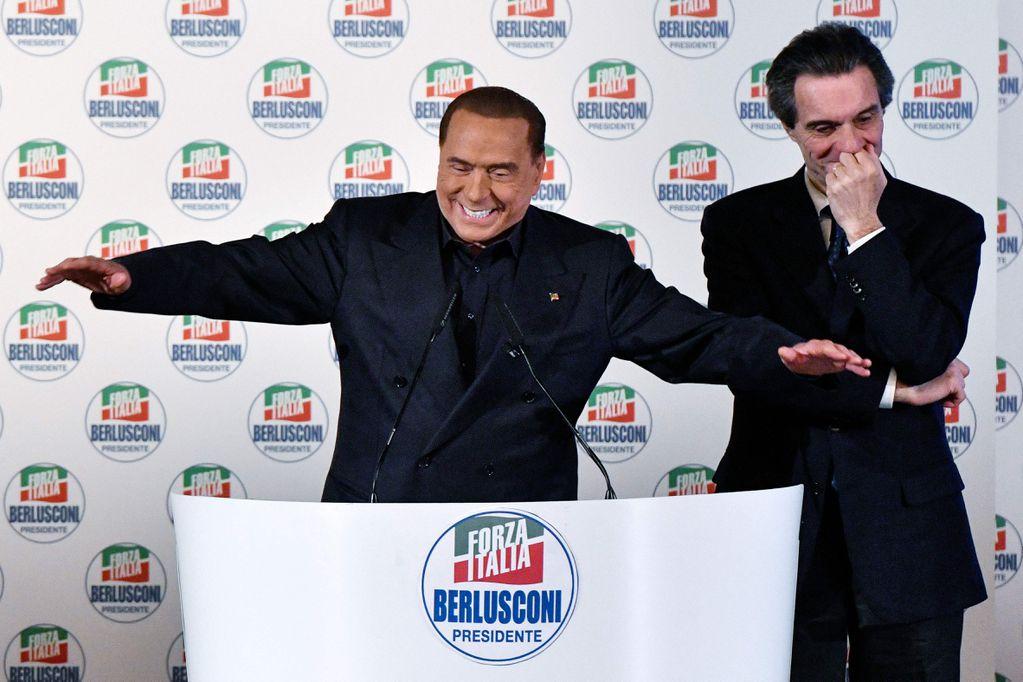 """Italia: Silvio Berlusconi vuelve a la vida política como el gran """"resucitado"""""""