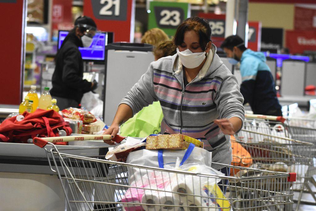 Tarjeta Alimentar paga hoy $12.000 - Foto: Mariana Villa/ Los Andes