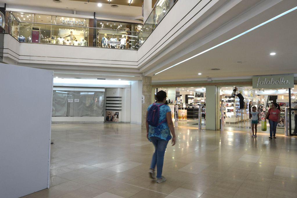 Las nuevas tiendas se ubicarán en el espacio que dejó libre Falabella. Foto: Marcelo Rolland / Los Andes