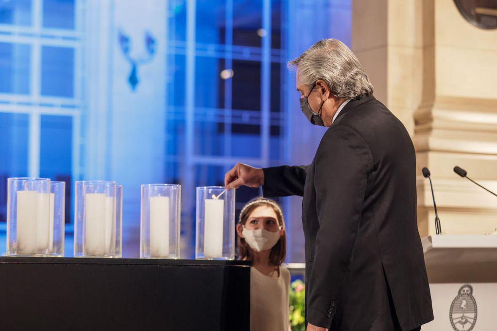 """Fernández homenajeó a los 92 mil muertos: """"¿Podrá la humanidad crear más anticuerpos contra la indiferencia?"""""""