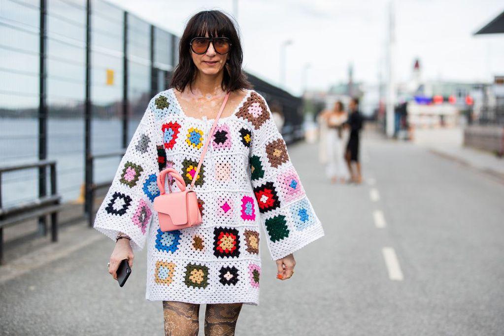 Con remembranzas a la frazada de la abuela, los cuadraditos crochet se usan para todo.