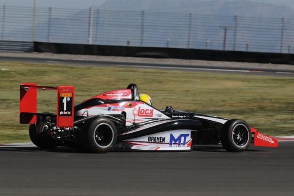 Fórmula Renault 2.0: Barrio ganó la del sábado en San Juan