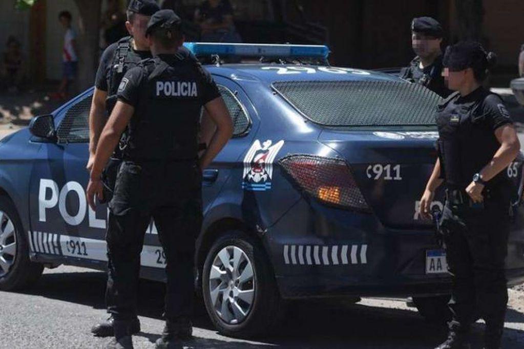 Arreglaba un camión en Maipú, entraron los ladrones y se llevaron una camioneta de alta gama