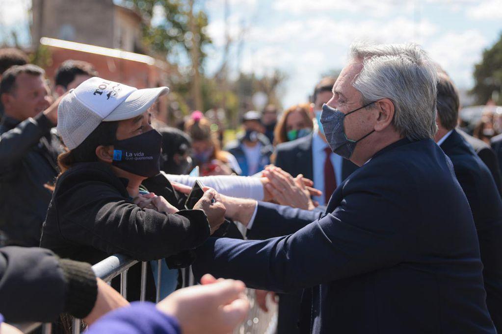 Eufórico, Fernández pidió el voto para noviembre a los que no fueron a votar el domingo