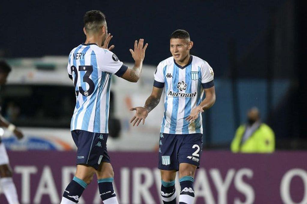 Con 10 hombres, Racing Club derrotó por 2-1 a Sporting Cristal por la Copa Libertadores