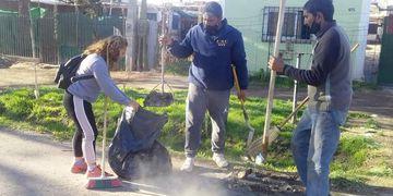 Grupo Madres Cocinando con la limpieza del barrio