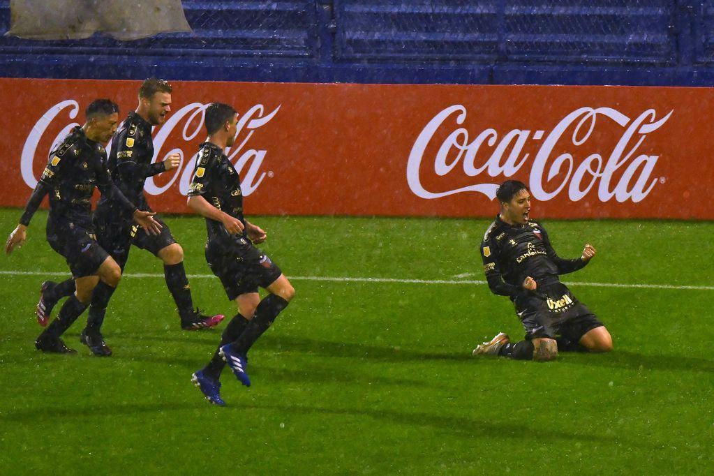Colón superó por 1-0 a Vélez en Liniers.
