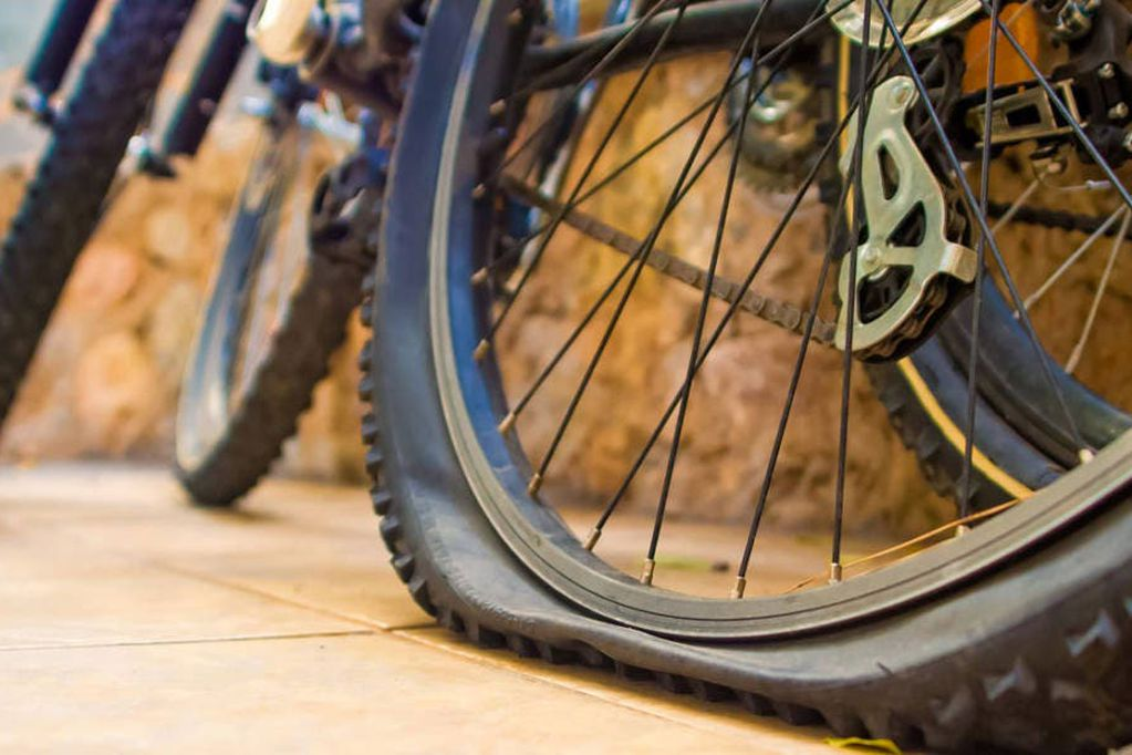 Imagen ilustrativa bicicleta pinchada. Foto: Web