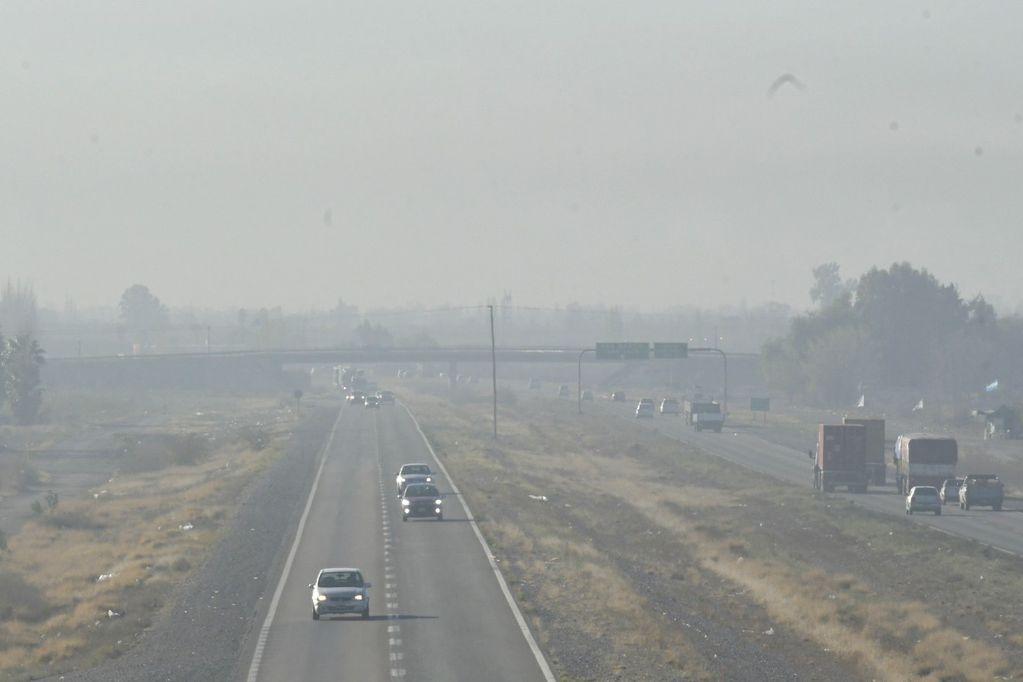 Atención conductores: densa nube negra en Mendoza, circular con precaución