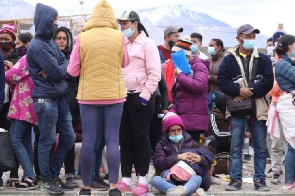 """Desde hace días Colchane, una pequeña comuna en Chile, vive una crisis migratoria """"sin precedentes"""". (GETTY IMAGES. Gentileza / BBC)"""