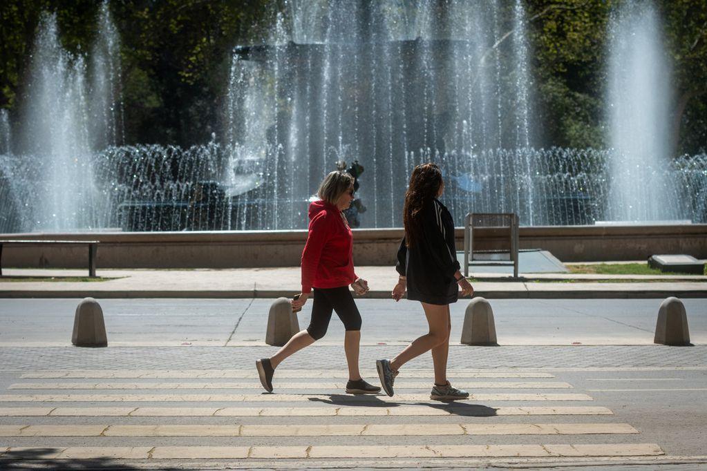 El pronóstico indica que para el miércoles en Mendoza habrá un leve descenso de la temperatura, pero sigue el calor. - Los Andes