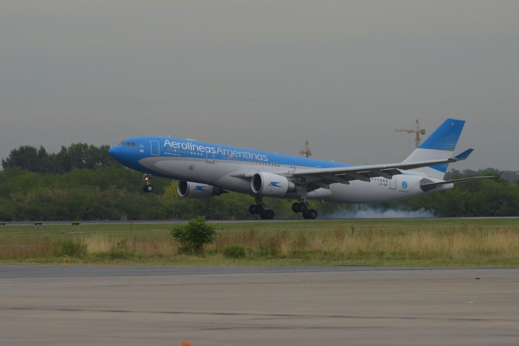 La aeronave aterrizó este mediodía en Ezeiza - Clarín