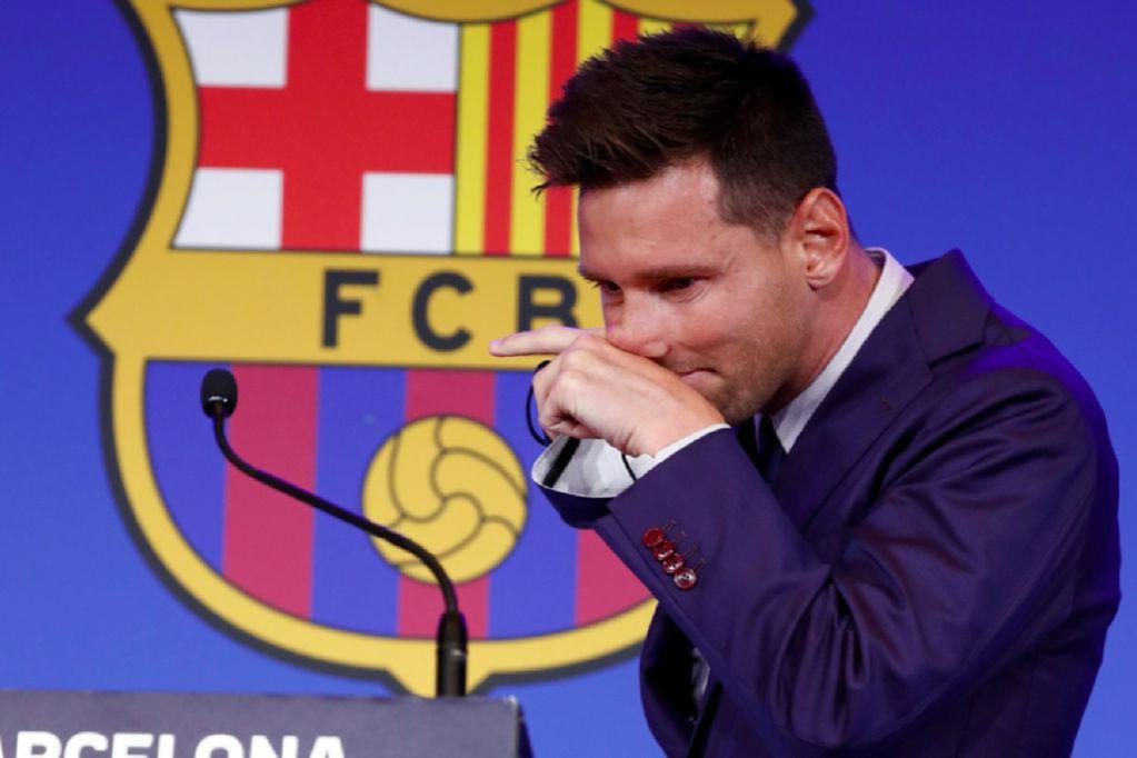 Esperan a Messi en Francia para firmar su pase al PSG. En la foto, el futbolista en su despedida del Barcelona. (AP)