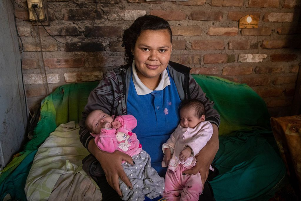 En agosto del 2020 Los Andes entrevistó a Lucía, era la chica que quería ser escritora a pesar de sus mil necesidades, un poco más de un año después es mamá de mellizas, Helen Sofía y Amira Xaviera. Ignacio Blanco / Los Andes