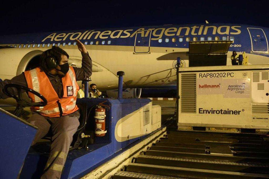 Empezaron a distribuir nuevas dosis de Sinopharm: 13.200 llegarán a Mendoza