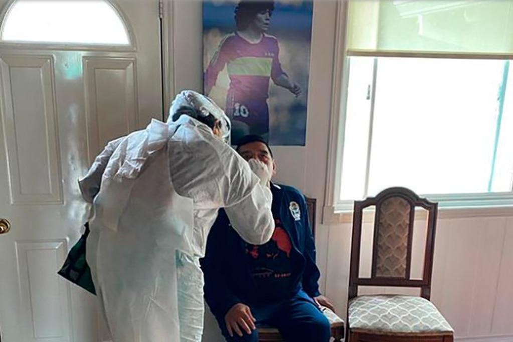 Se conoció el resultado del hisopado de Maradona tras el positivo de un jugador de Gimnasia