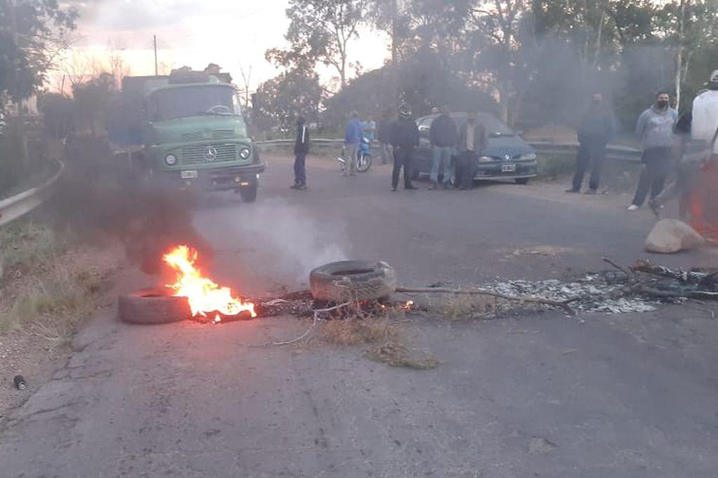 Vecinos de Barrancas reclamaron en varias ocasiones la reconstrucción de Ruta 14. Archivo Los Andes