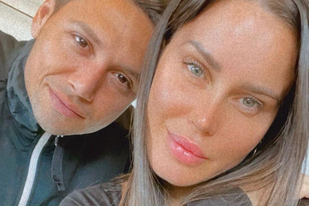 Natalie Weber incendió Instagram con una postal ratonera junto a su esposo, en medio del mar