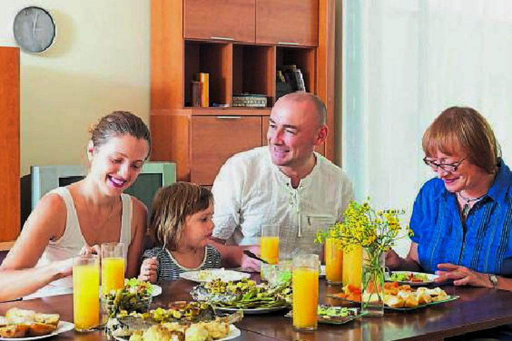 La mitad de los adultos mayores mendocinos vive con familiares
