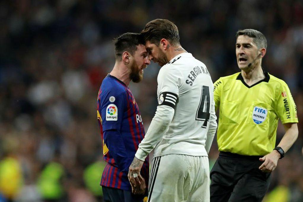 Uno de los tantos encontronazo entre Messi y Sergio Ramos en los derby entre el Barcelona y el Real Madrid. / Gentileza.