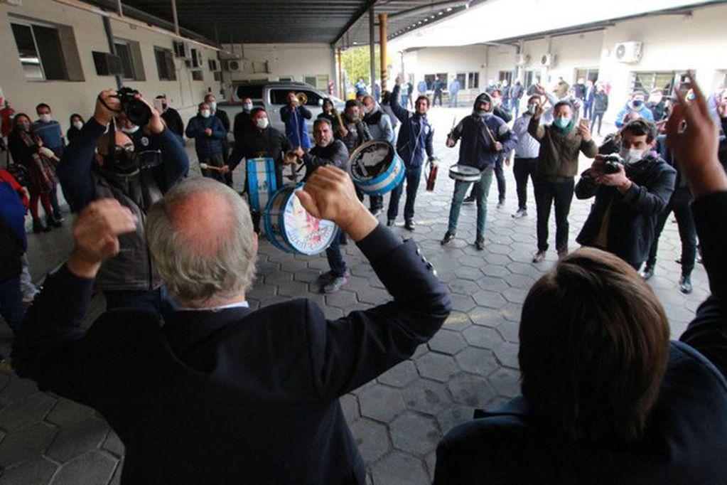 """Video: asumió Kreplak como ministro de Salud bonaerense y se desató un """"pogo peronista"""" que trajo polémica"""