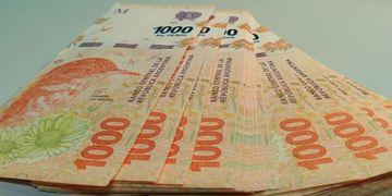 Para aplaudir: encontró un bolso con 90 mil pesos, rastreó a su dueña por Facebook y lo devolvió