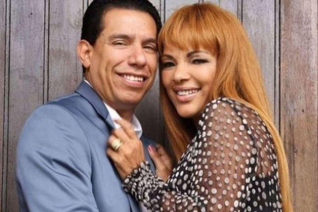 La diputada federal y pastora evangélica, Flordelis dos Santos de Souza, junto a su marido 18 años menor.