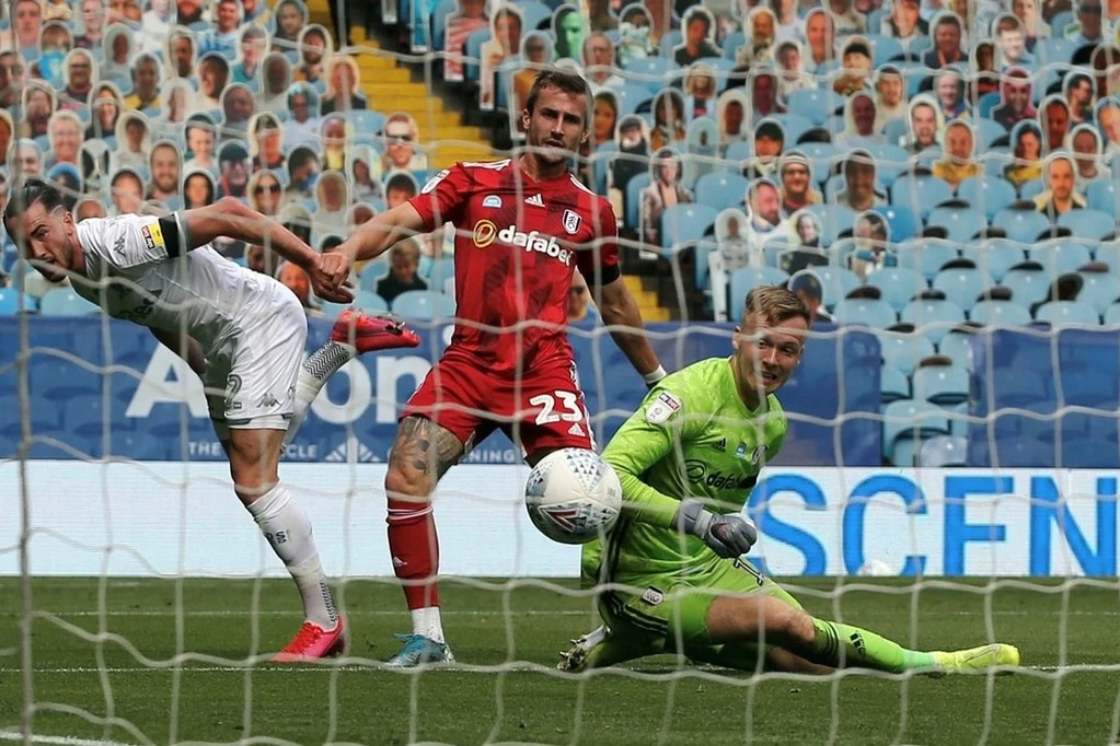 El Leeds United de Marcelo Bielsa goleó al Fulham y se convirtió en el líder del ascenso en Inglaterra