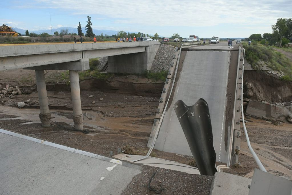 Se derrumbó un puente en Ruta 40. Ignacio Blanco / Los Andes