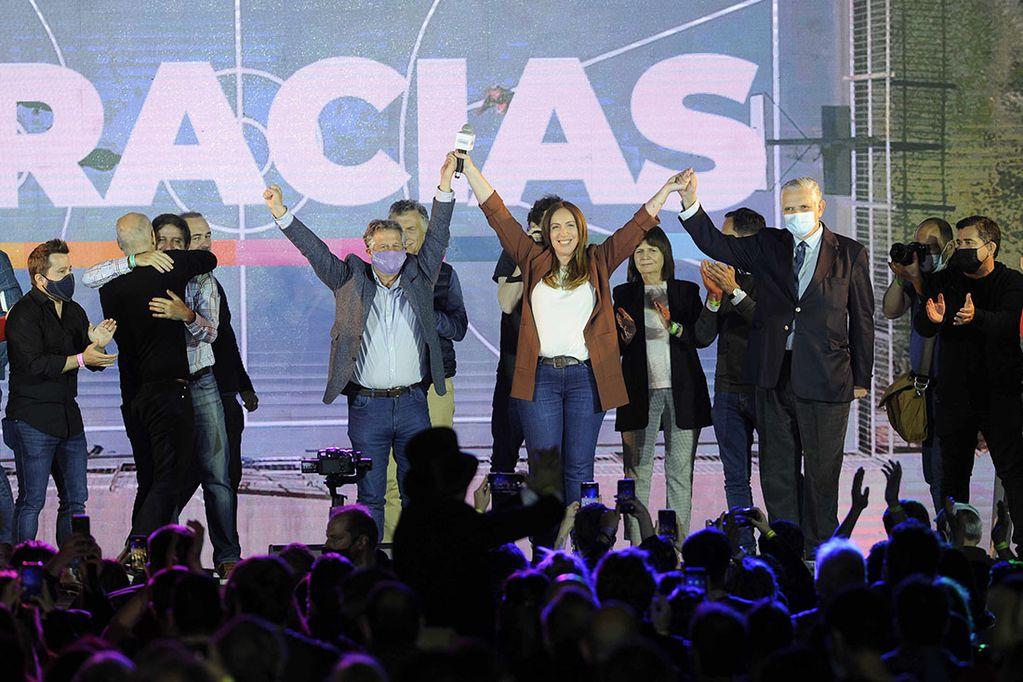 Juntos por el Cambio se impuso en la Ciudad y la Provincia de Buenos Aires, así como en casi todo el país (Clarín)