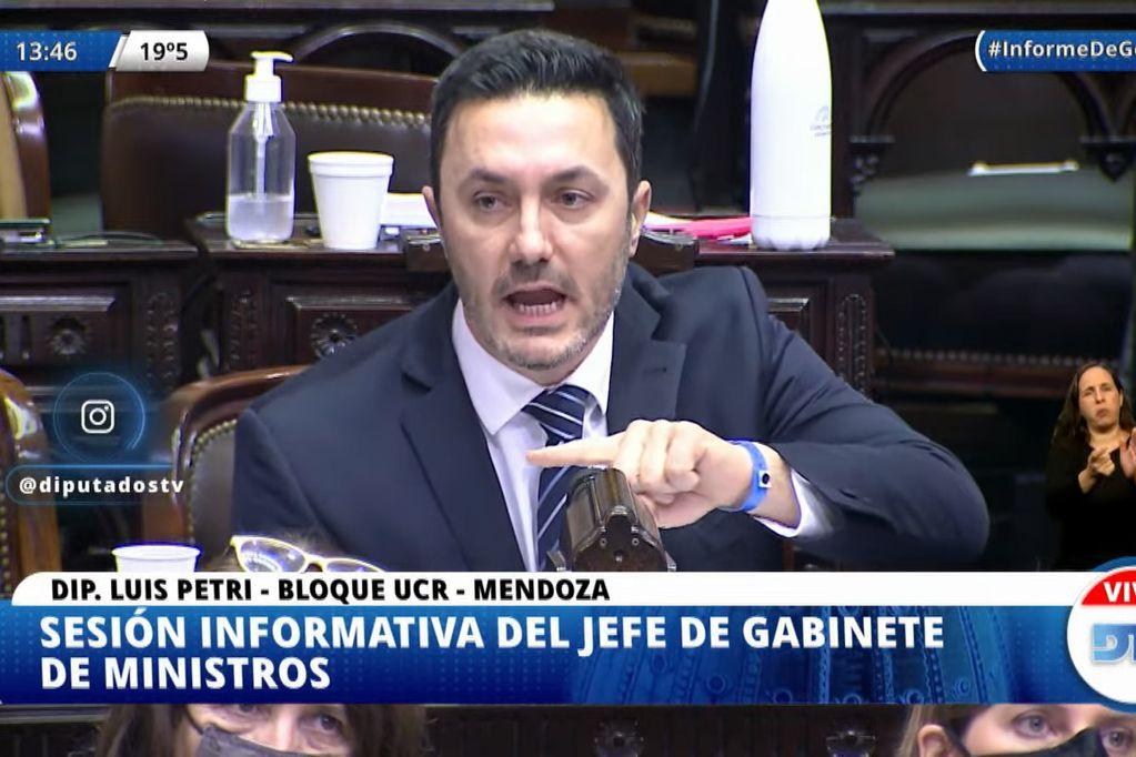 Luis Petri increpó la jefe de Gabinete Santiago Cafiero en la sesión de Diputados.