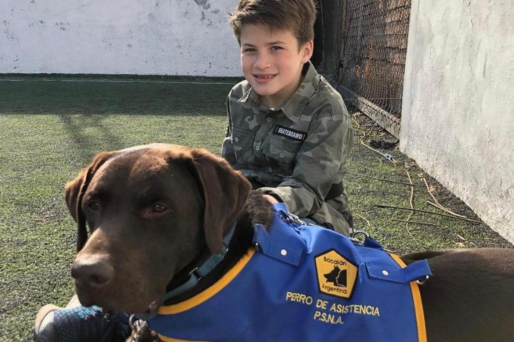 Son de Mendoza, fueron de vacaciones a Tucumán y no los dejaron entrar al hotel con el perro de asistencia de su hijo