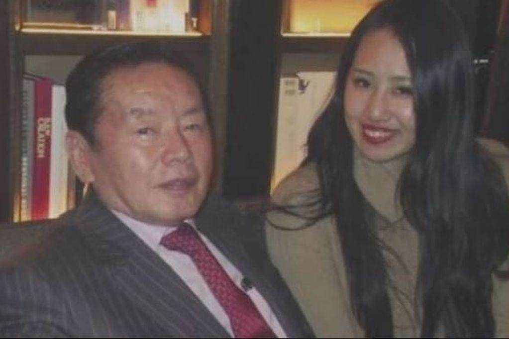 Kosuke Nozaki junto a su exmujer acusada de haberlo envenenado. Foto: Gentileza.
