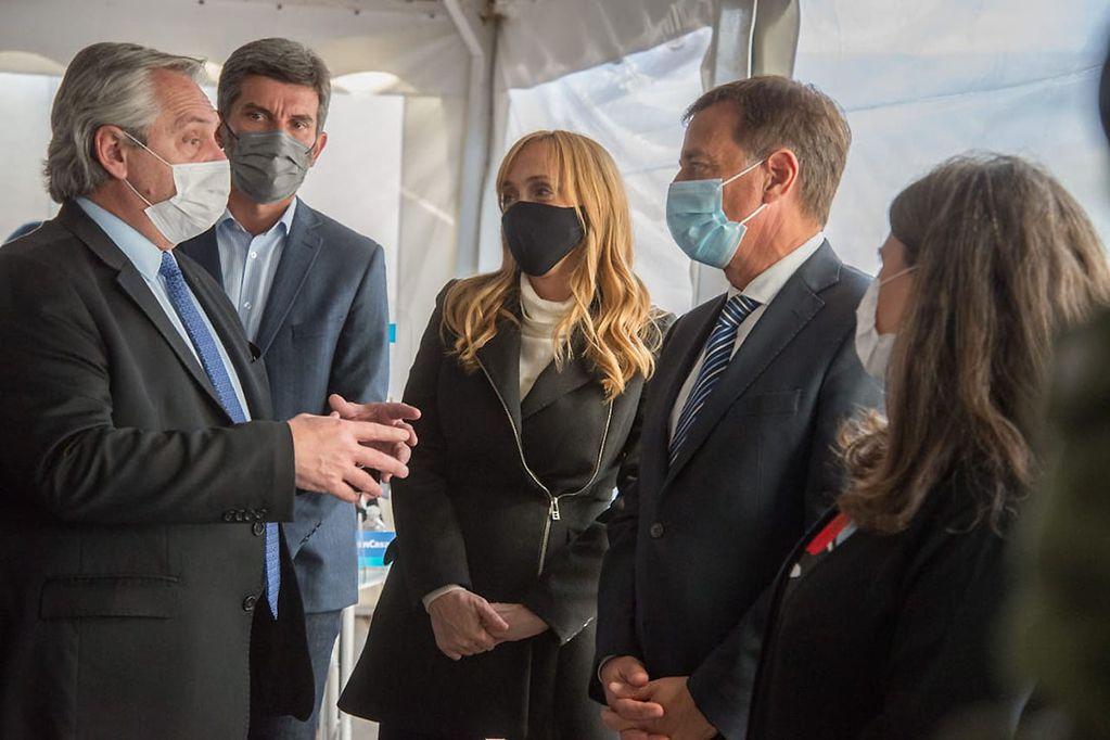 También reinó la paz en la visita al vacunatorio del PAMI