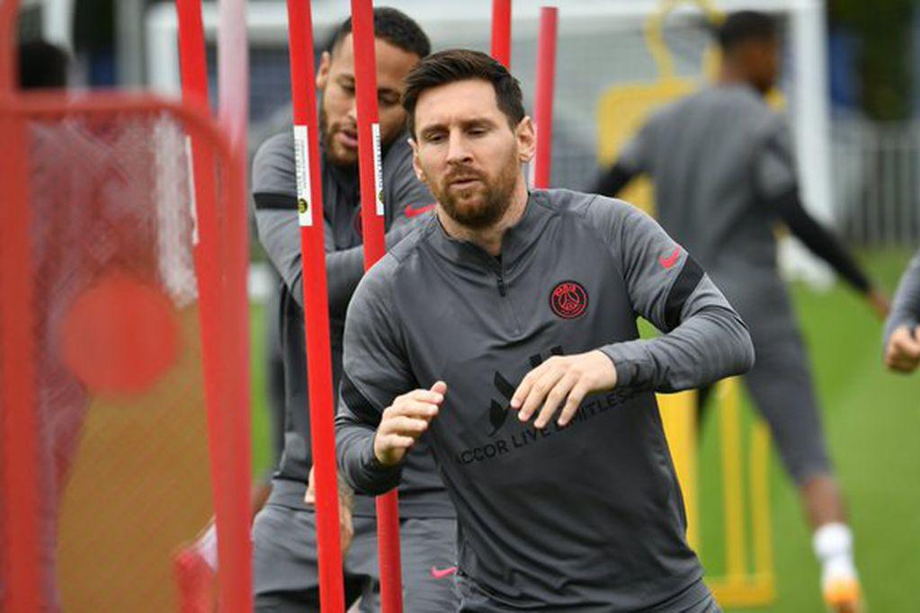 Leo Messi entrenó junto con el plantel y estaría ante Manchester City por la Champions. / PSG