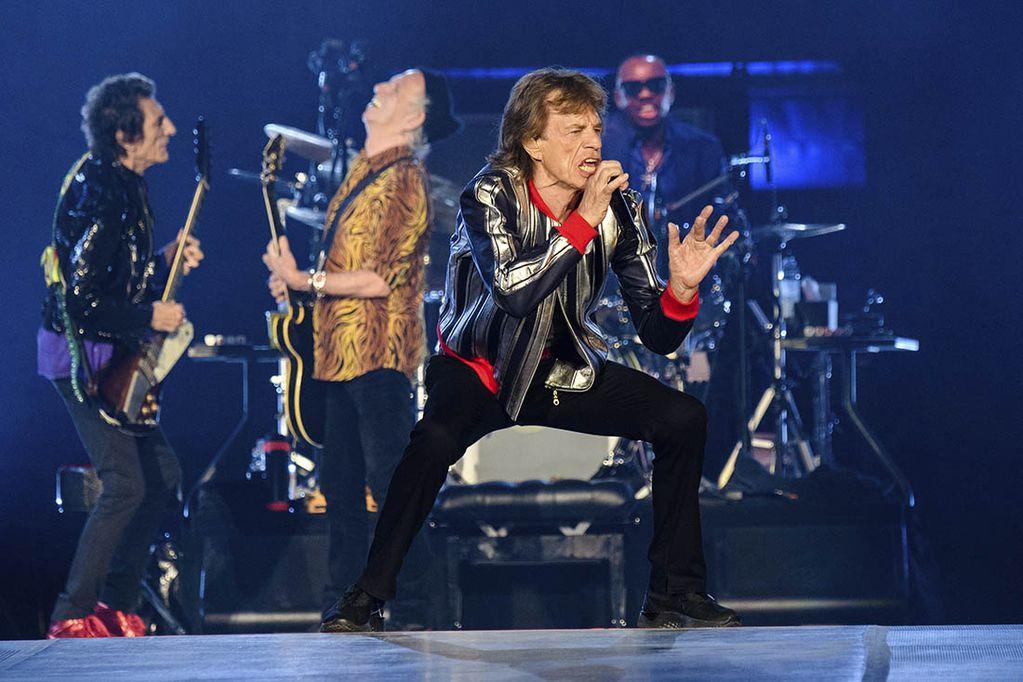 """Ronnie Wood, Keith Richards, Mick Jagger y Steve Jordan, de los Rolling Stones, dan un concierto de su gira """"No Filter"""" en The Dome del America's Center, en St. Louis."""