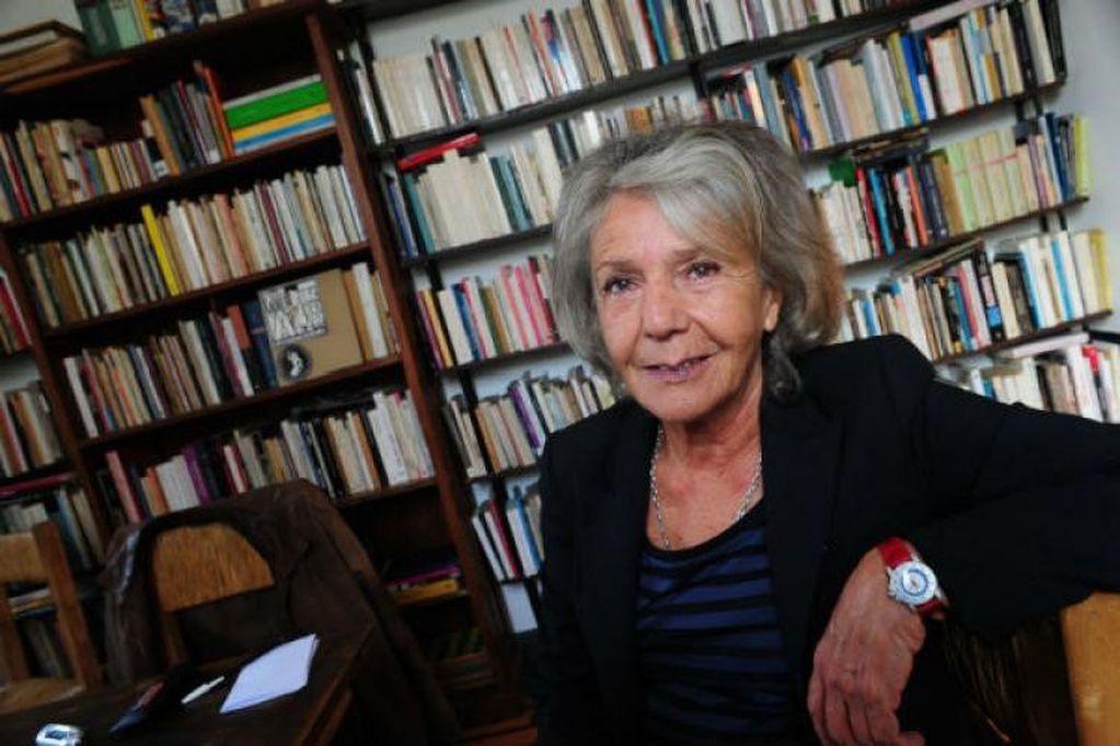 Una librería identificada con el kirchnerismo llamó a quemar los libros de Beatriz Sarlo