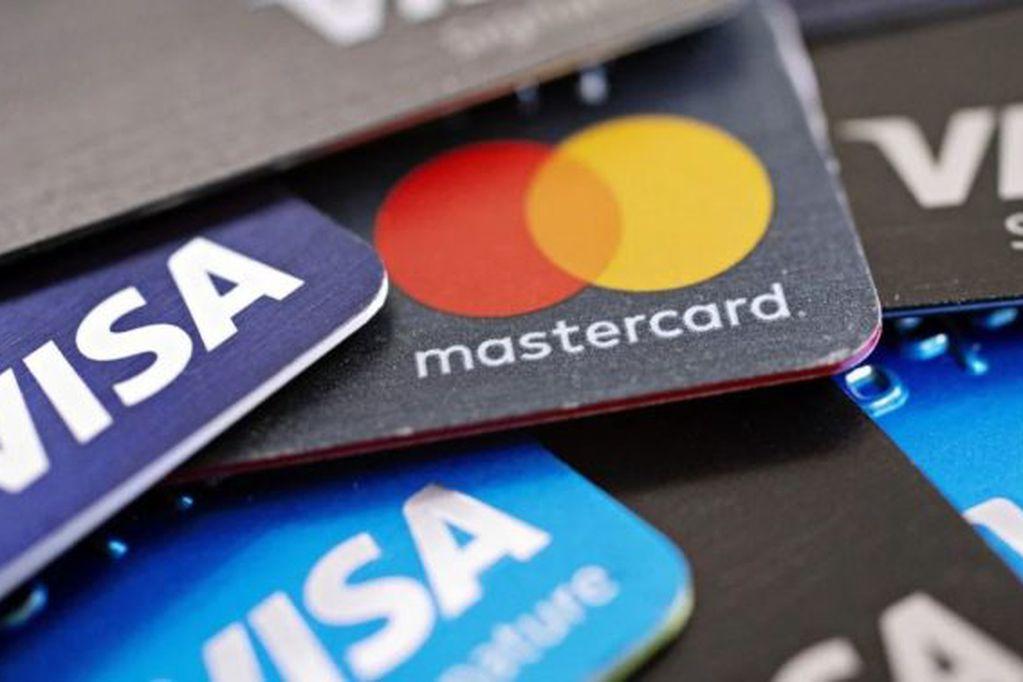 Por qué será mejor sacar el débito automático de servicios de la tarjeta de crédito