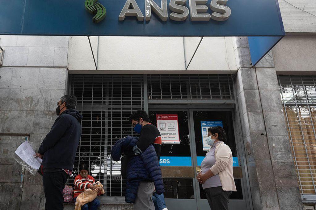 Anses aumentó los montos del subsidio de contención familiar.  Foto/Ignacio Blanco